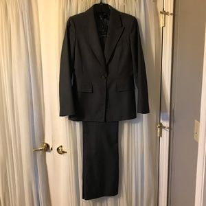 Classic, fitted Anne Klein pant suit